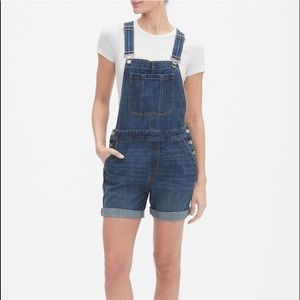 NWT GAP Denim Overall Shorts. Size Large
